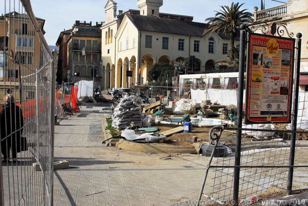 """Danneggiate la """"fontana delle rane"""" e le sue aiuole sul lungomare di Rapallo"""