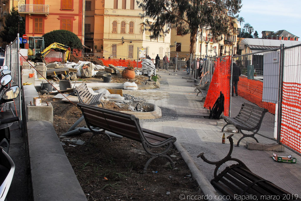 Danni rilevanti alle aree prospicienti il mare invase dall'acqua sul lungomare di Rapallo