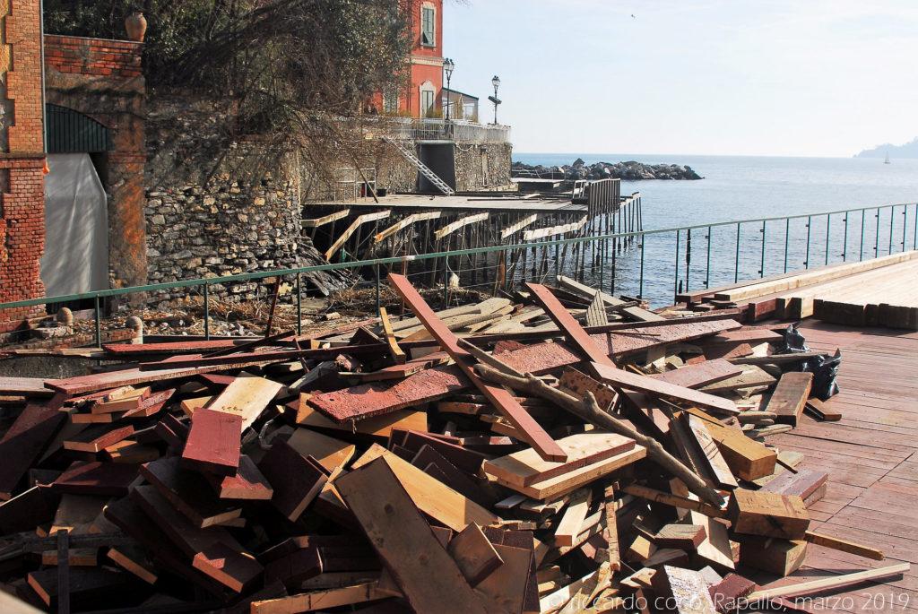 Gli stabilimenti balneari sul lungomare di Rapallo hanno subito gravi danni in occasione dalla mareggiata del 29/10/2019