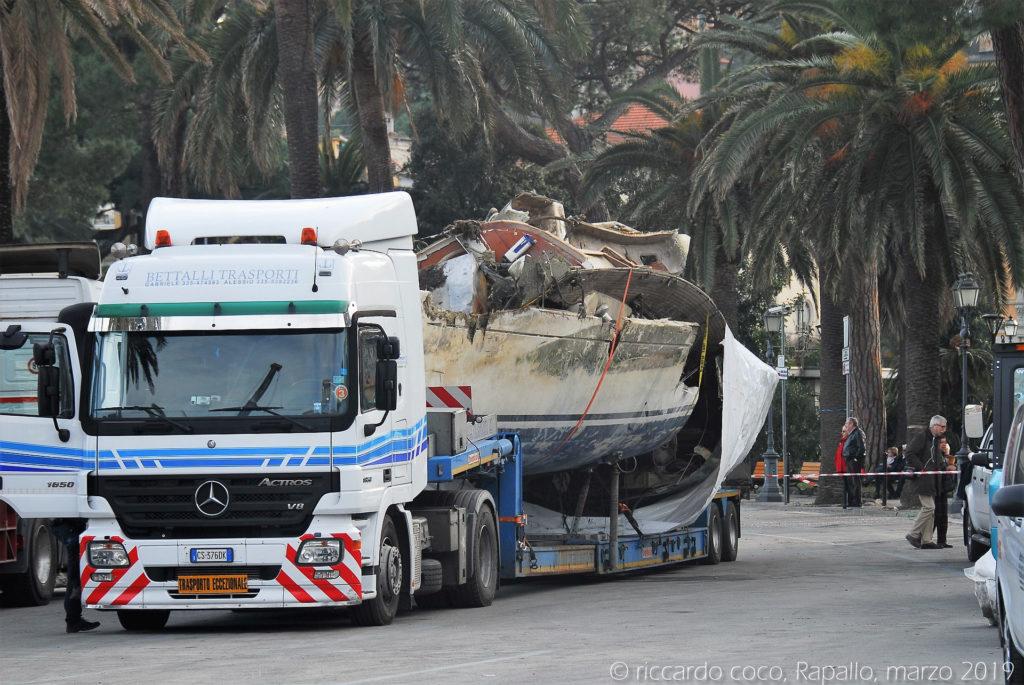 La rimozione delle barche, tuttora in corso, è complicata dalla lunga permanenza in acqua che rende problematiche le operazioni di recupero per timore di cedimenti strutturali degli scafi