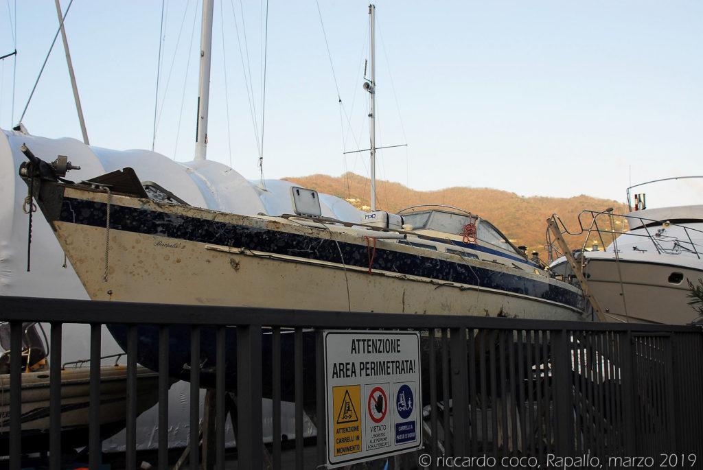 Barche danneggiate sul lungomare di Rapallo
